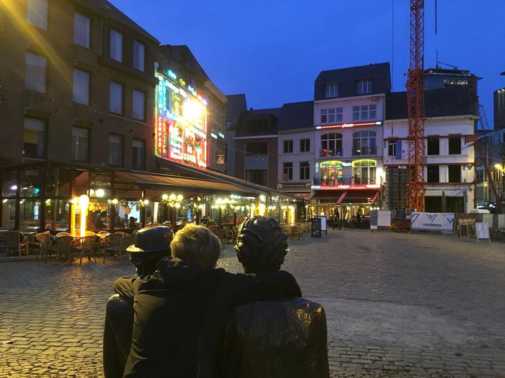 Ook 's avonds is het leuk in Hasselt, zoals hier op de Grote Markt