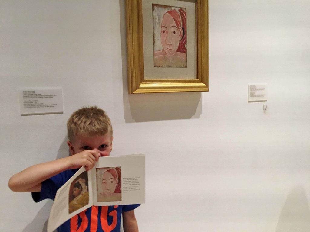 Ze zoeken schilderijen op, leren meer over profielen en gezichtspunten op een laagdrempelige manier.