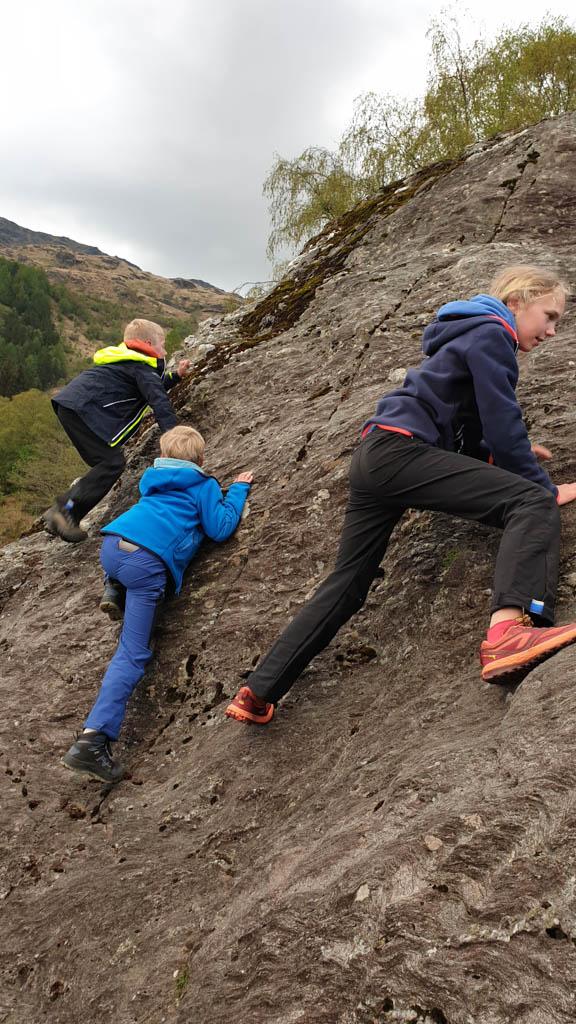 En ook na het klauteren op rotswanden is de broek nog in prima staat.