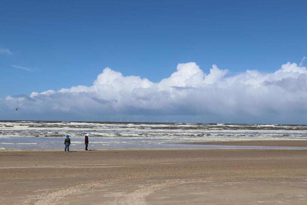 Een mooi groot strand bij Castricum Slapen-in-de-duinen-2-jpg