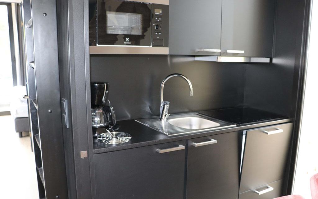 De keuken is luxe en compleet ingericht Slapen-in-de-duinen-5-jpg