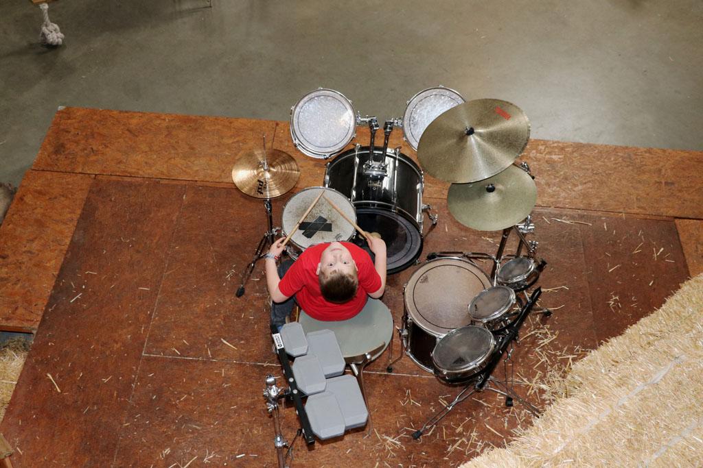 slapen.in.het.stro Mam, ik wil drummer worden