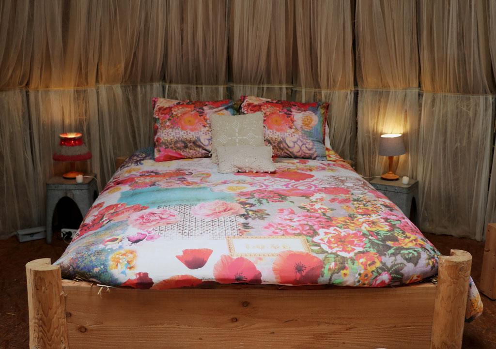 slapen.in.het.stro Het opgemaakte bed ziet er prachtig uit