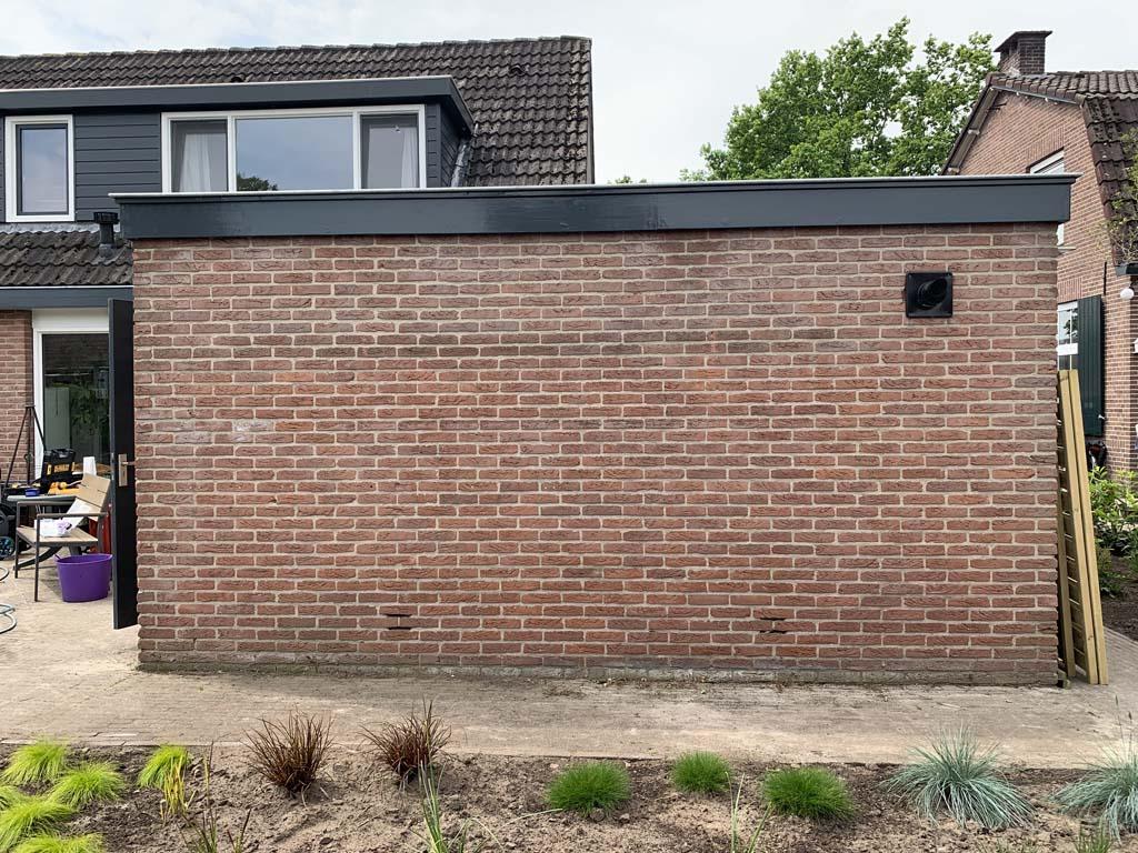 Wat een kale muur!