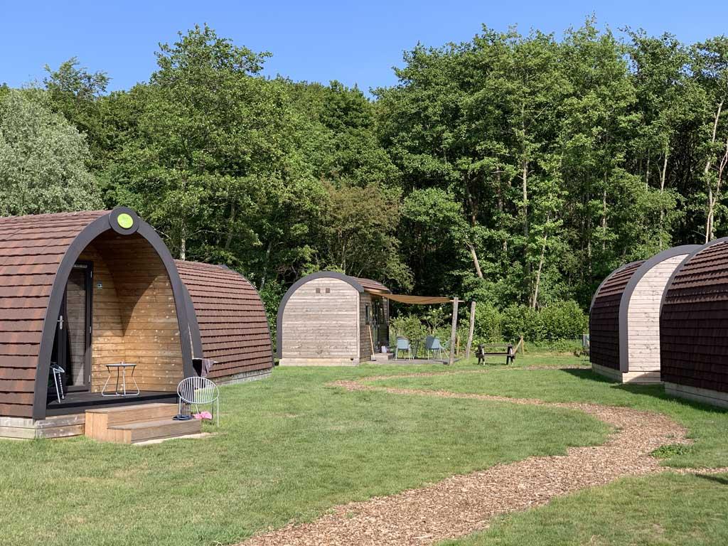 Het eerste veldje met Duinlodges op Camping De Duinhoeve, deze is meer geschikt voor rustzoekers.