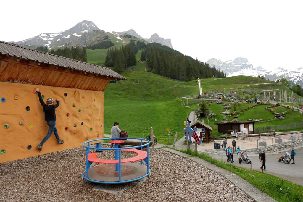 Spelen en klimmen bij Ristis Globi's Alpenspielplatz