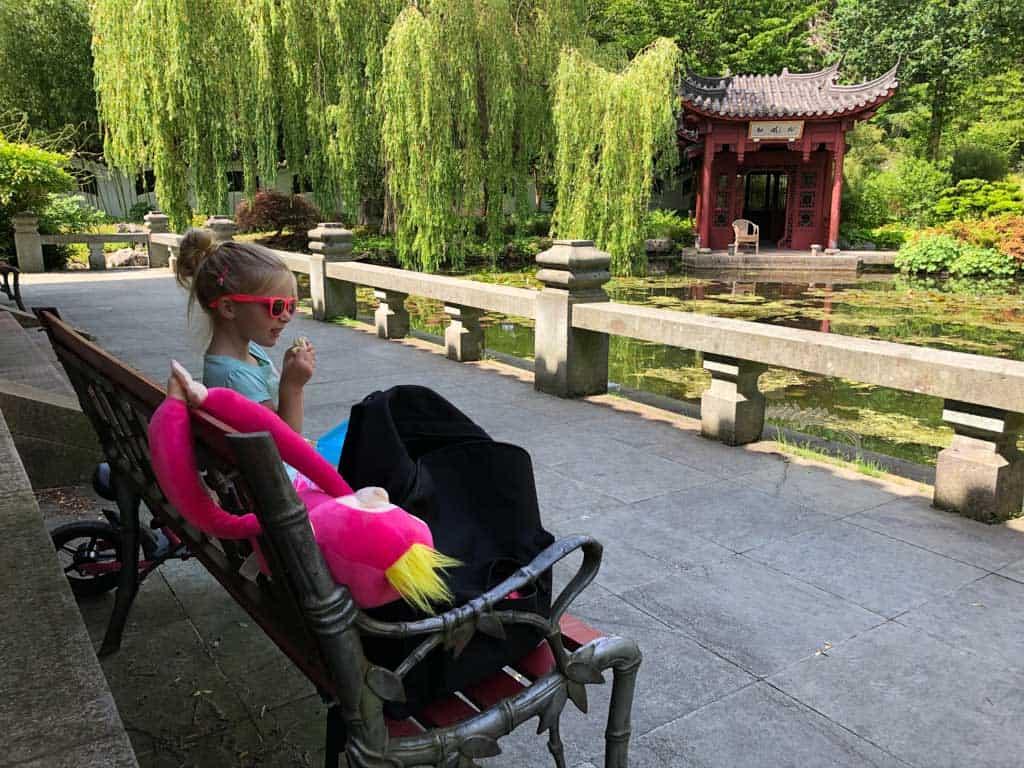 Lekker een boterham eten in de Chinese tuin