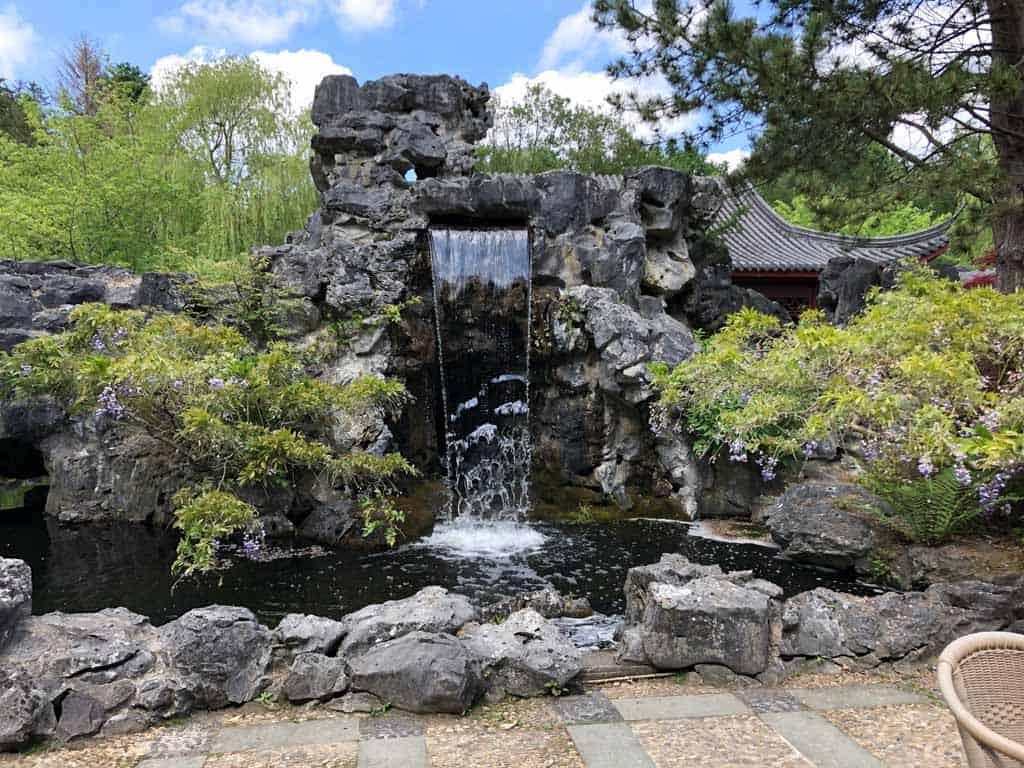 De waterval waar je onderdoor kan lopen