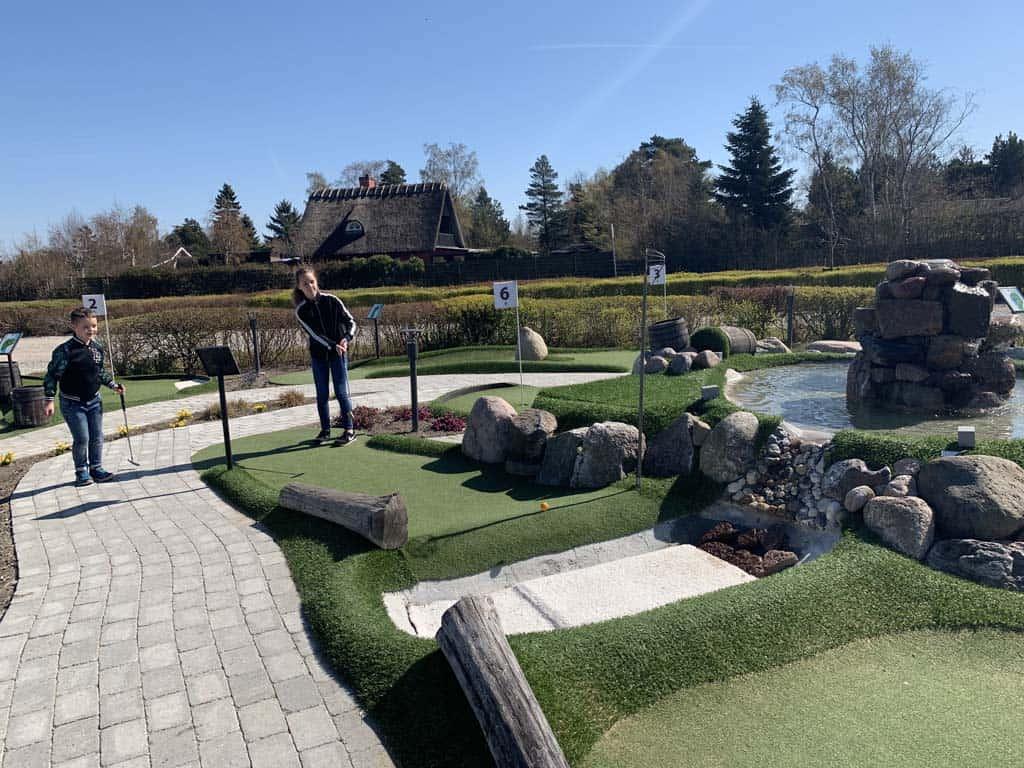 De mini-golfbaan ziet er leuk uit. De 18 holes mini-golfbaan is nog toffer volgens mijn kinderen.