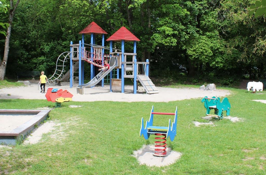 Op het terrein van de Weiherschleife is een mooie speeltuin. Fijn voor de kinderen om even uit te razen na de rondleidingen.