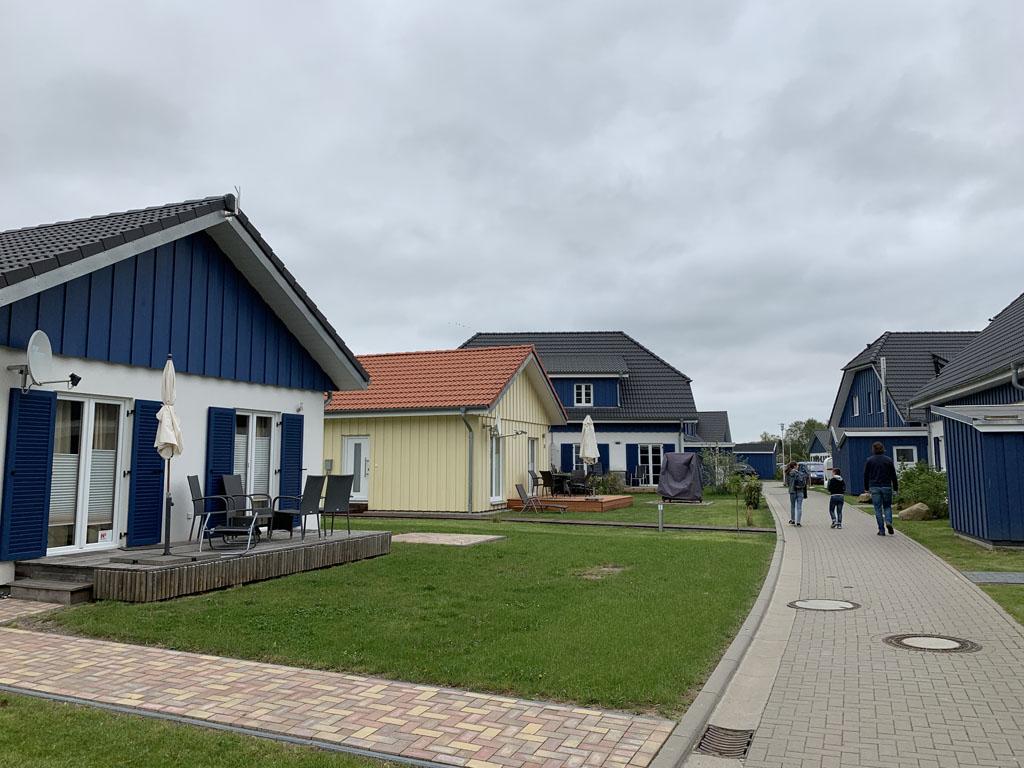 Ons vakantiehuisje op Rügen staat op een klein vakantieparkje.