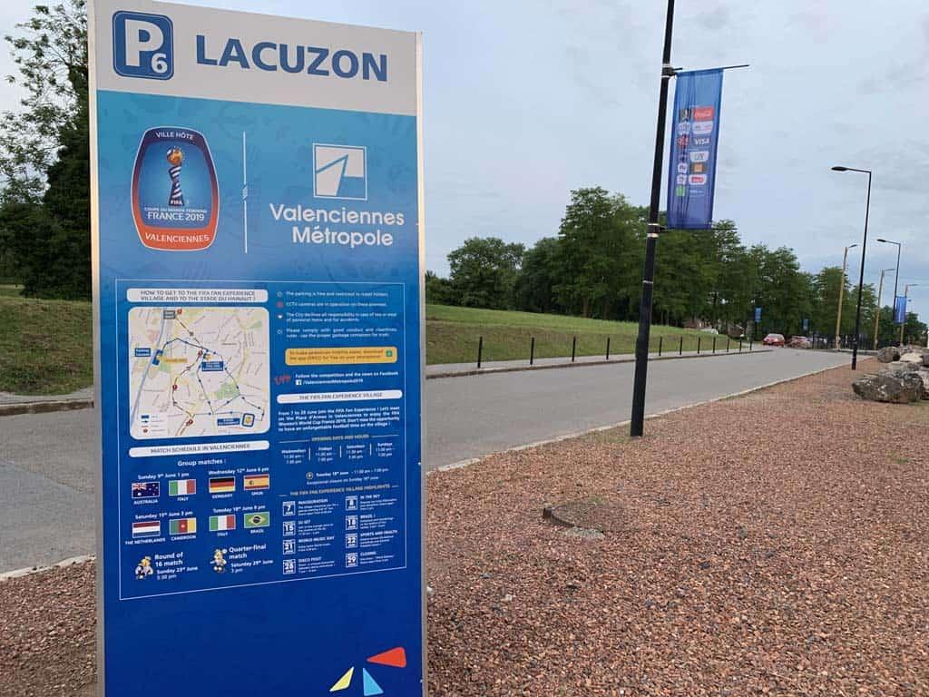 Aan de rand van het centrum zijn speciale parkeerplaatsen ingericht. Op de website van de KNVB is deze informatie voor de wedstrijd te vinden.