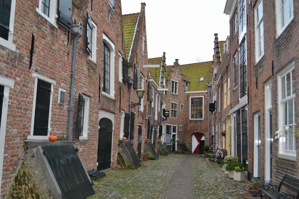 De schilderachtige steegjes van Middelburg