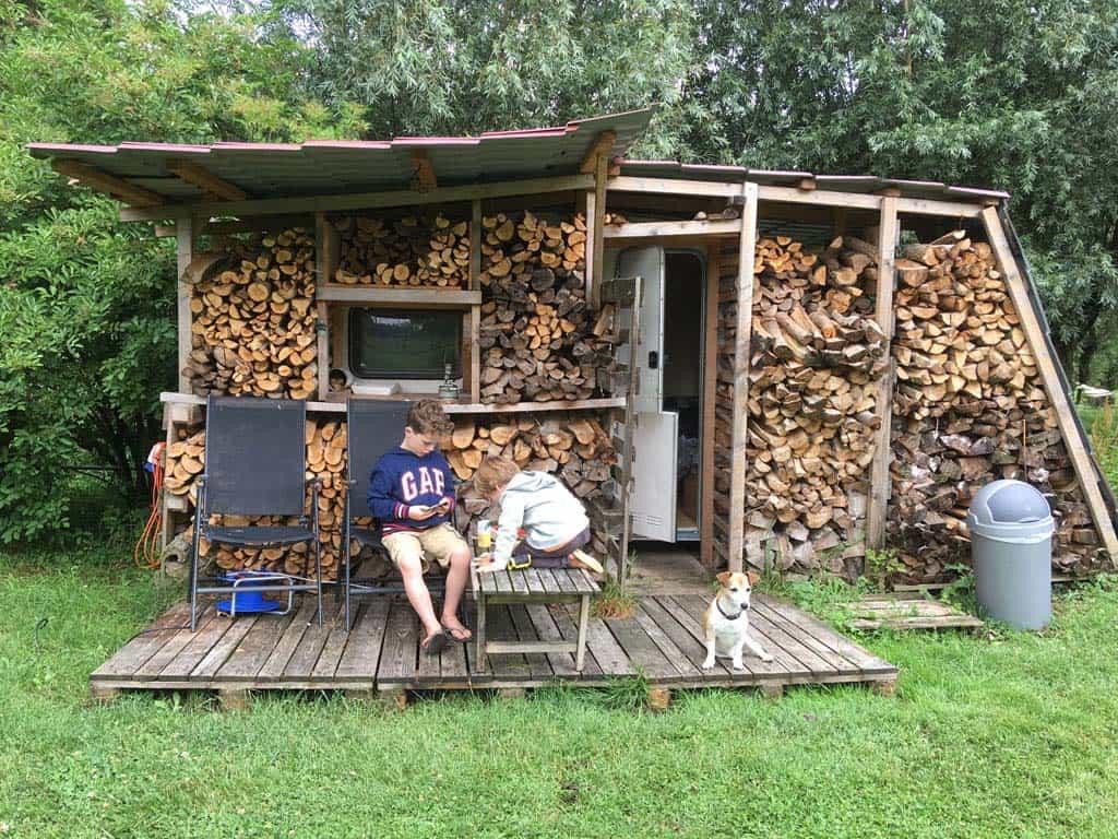Ons onderkomen voor twee nachten, een schattig houten huisje.