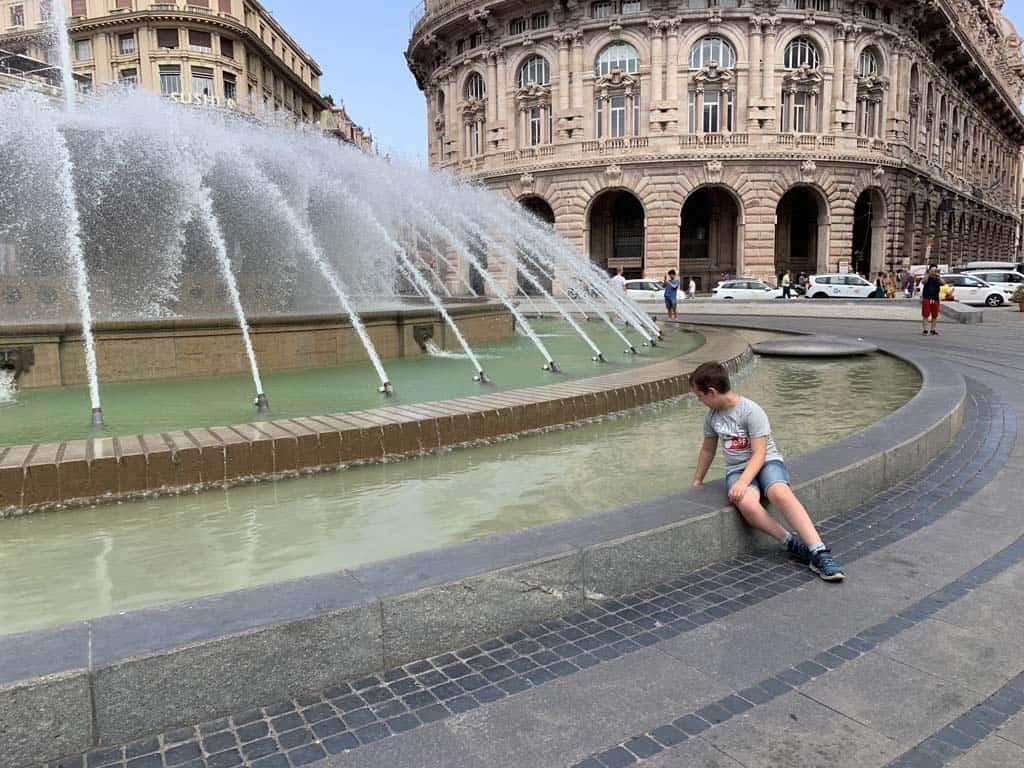 De grote fontein op het Piazza de Ferrari.