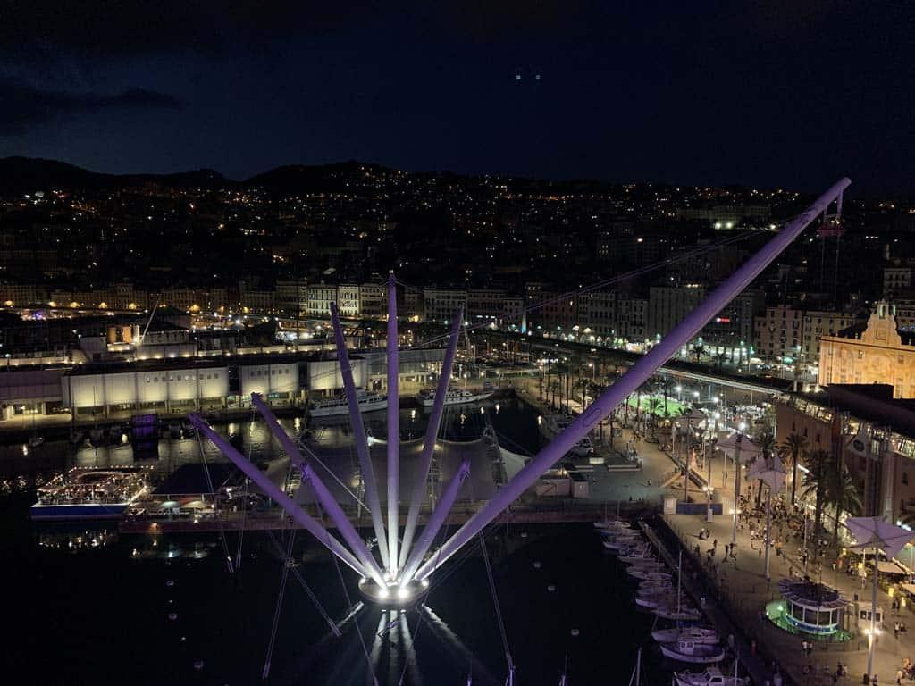 Zo mooi om Genua in het donker te zien.
