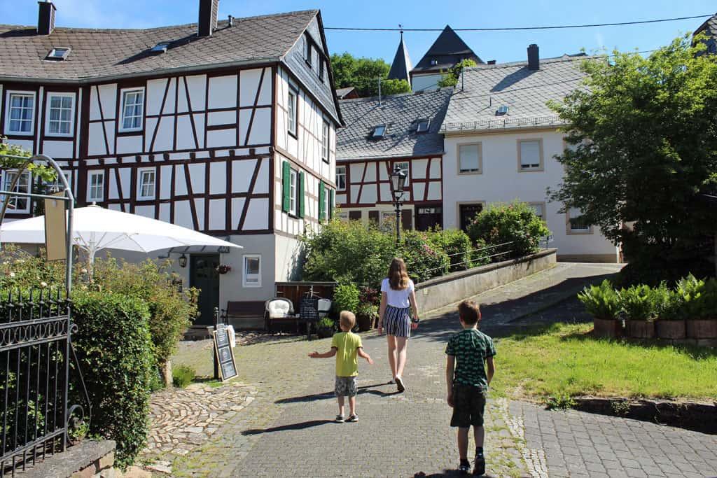 De hele historische stadskern is autovrij, heerlijk voor een wandeling met kinderen.