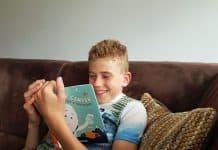 LAchen bij het boek De Happy Camper