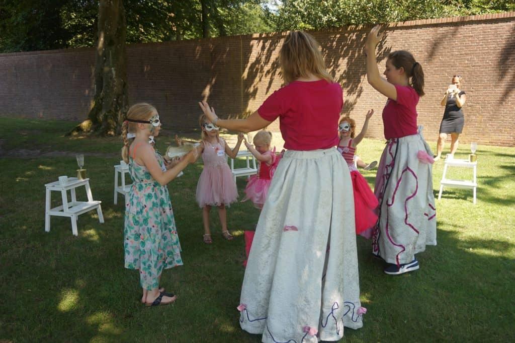 Op het bal wordt koninklijk gedanst