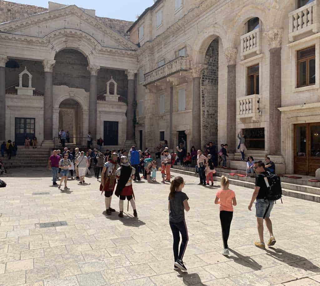 split met kinderen paleis Diocletianus in