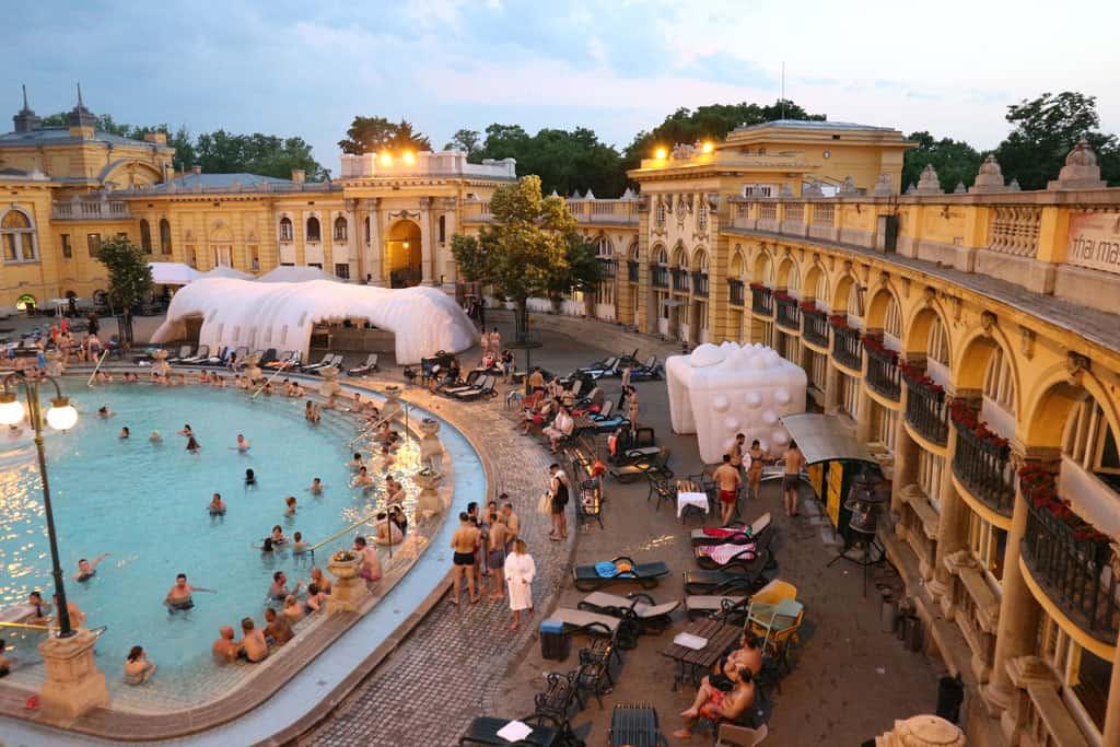Geen waterpark, wel een gigantische hoeveelheid baden en mooie gebouwen.