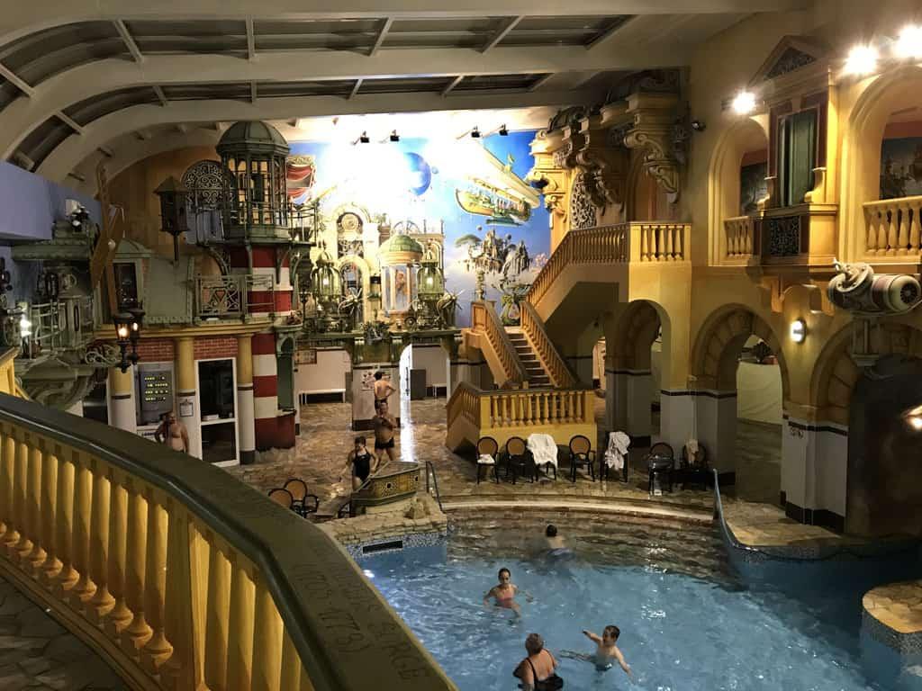Aquapark Babylon, een bijzonder zwembad.