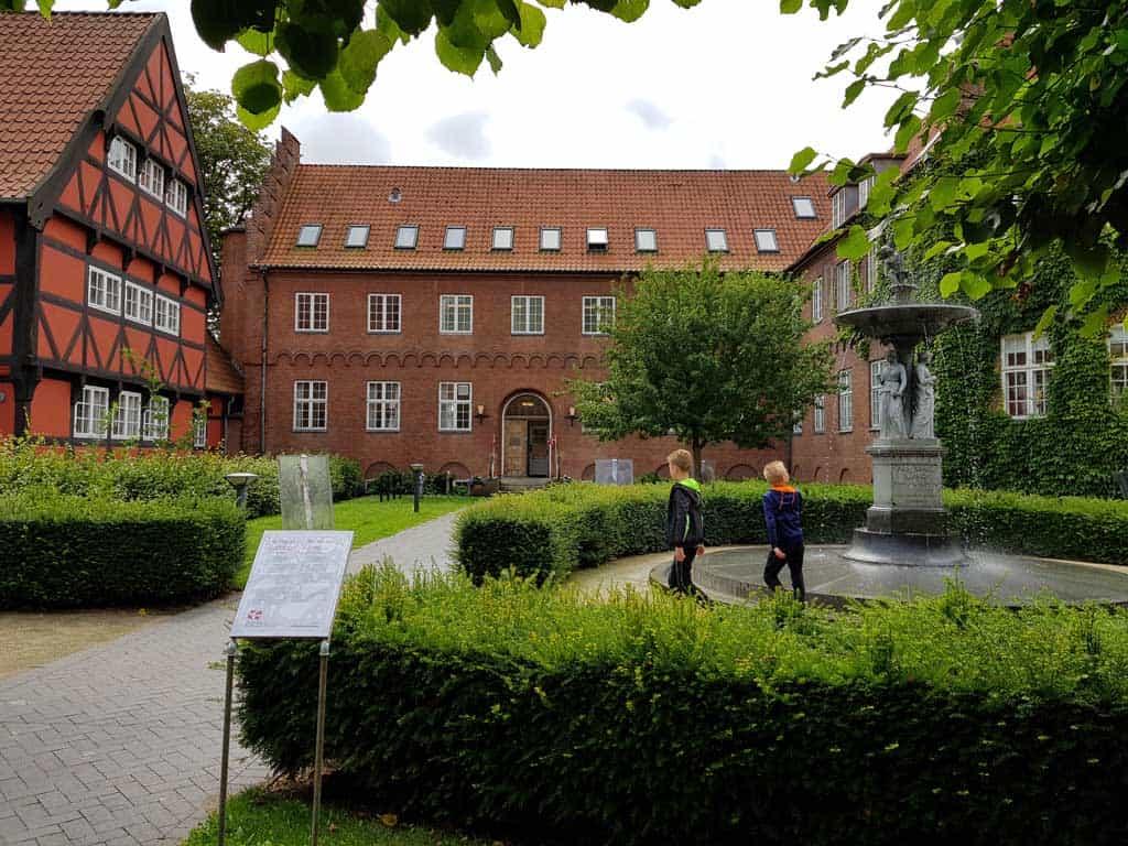 Prachtige oude gebouwen in Aalborg.