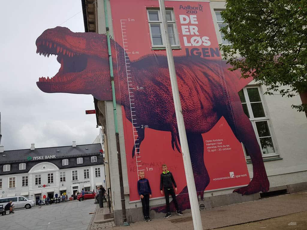 Aalborg Zoo heeft in 2019 een dinosaurusexpositie.
