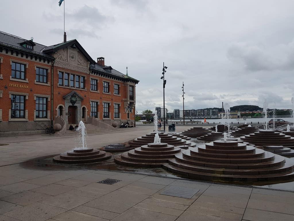 De binnenstad ligt direct aan het centrale waterfront.