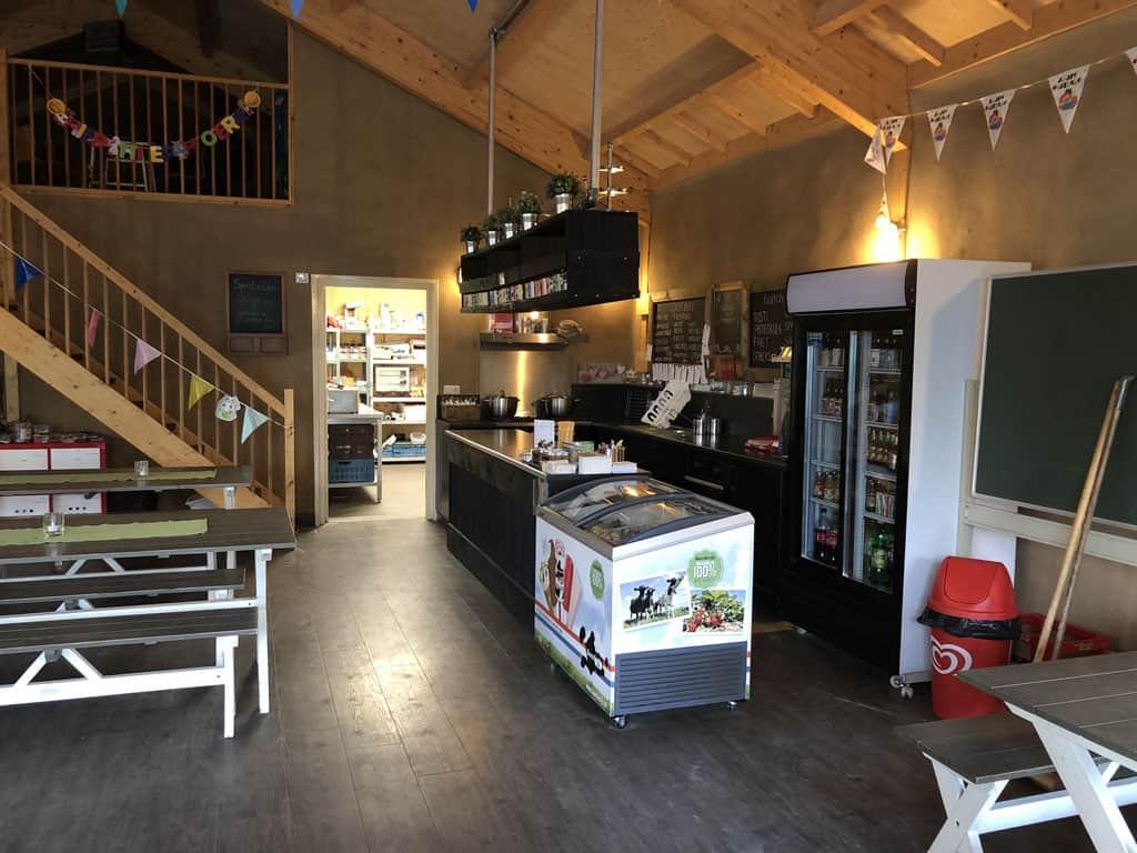 Recreatieruimte waar je eten en drinken kan bestellen