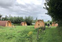 De 5 luxe camping villa's. Rustig gelegen tussen een weiland en de camping.