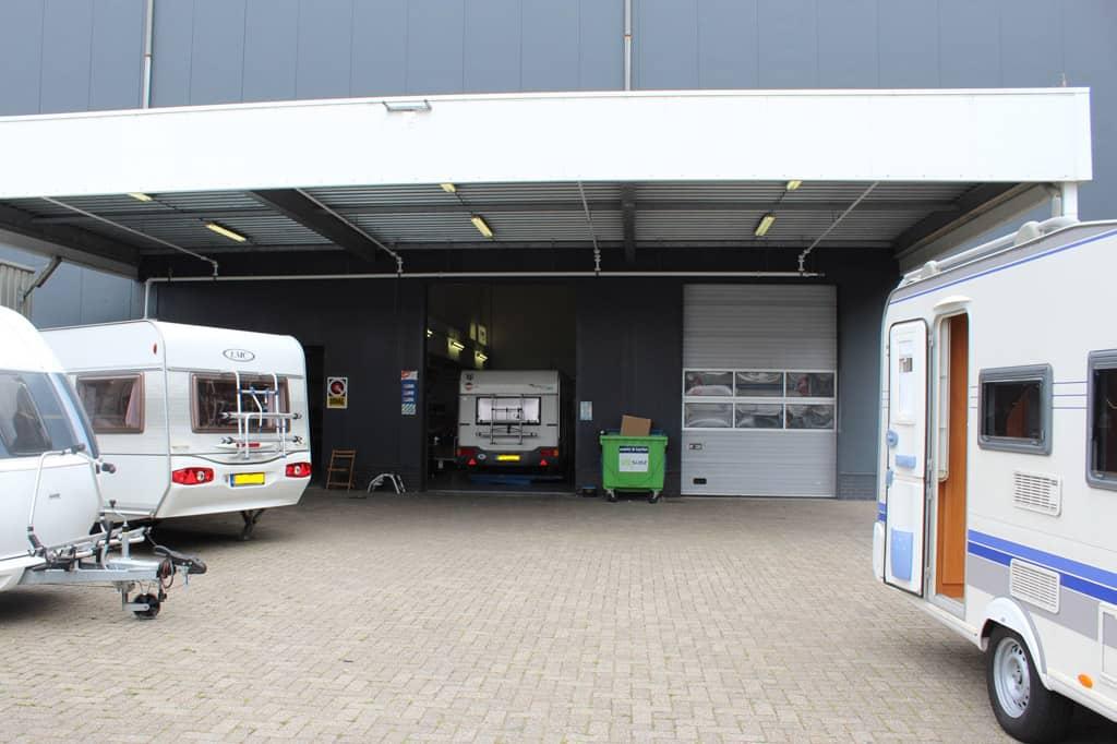 In de caravanwerkplaats van Obelink kun je de mover laten monteren. Tijdig reserveren wordt aangeraden!
