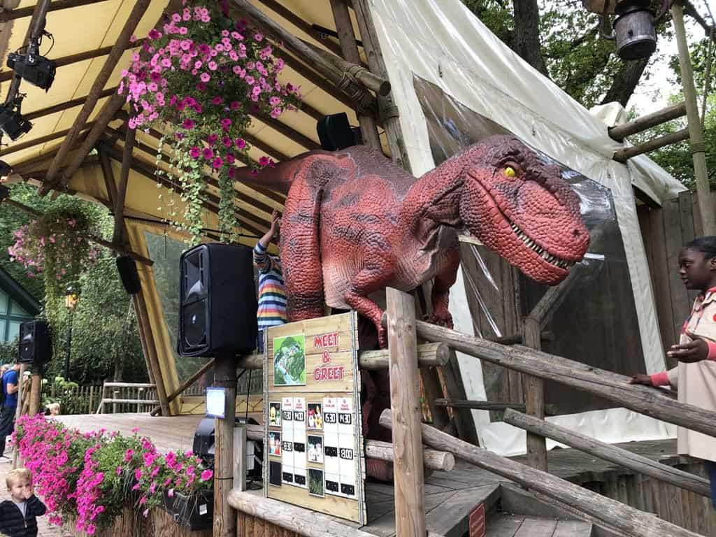 Tijdens de Meet & Greet met Dino zijn we allemaal onder de indruk