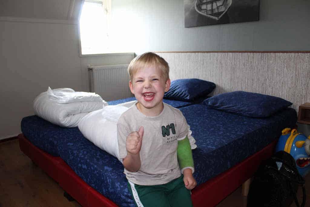 """De oudste: """"Dit bed is voor mij!"""""""