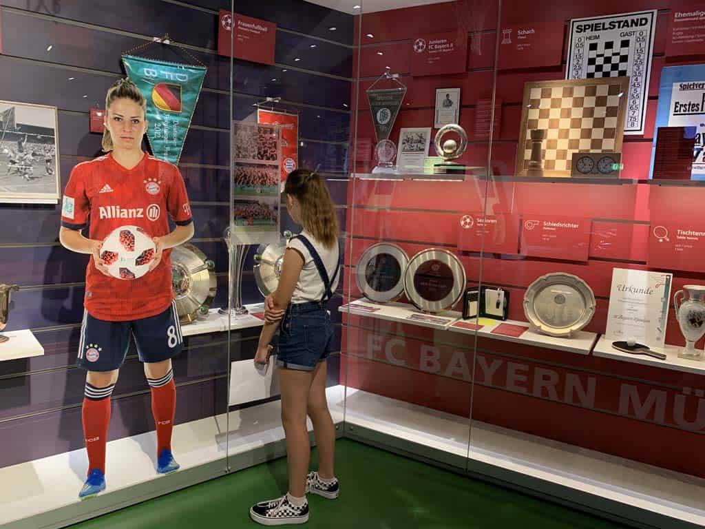 Gevonden, de vitrine over het vrouwenvoetbal!