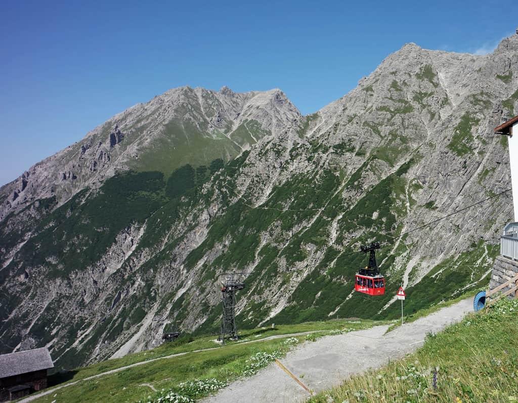 De rode Lünerseebahn brengt ons naar 1970 meter hoogte brandnertal-met-kinderen-ontdekken