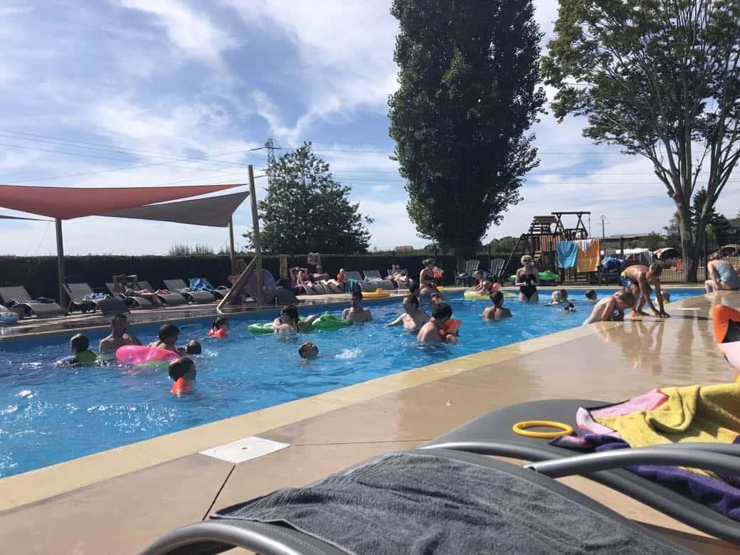 Met warm weer is het heerlijk toeven in het zwembad.