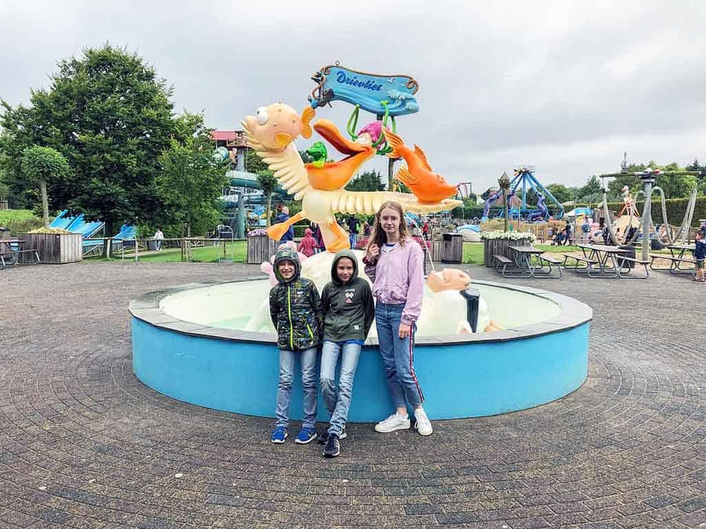 Bij binnenkomst van Familiepark Drievliet zien de kids meteen vanalles waar ze in willen