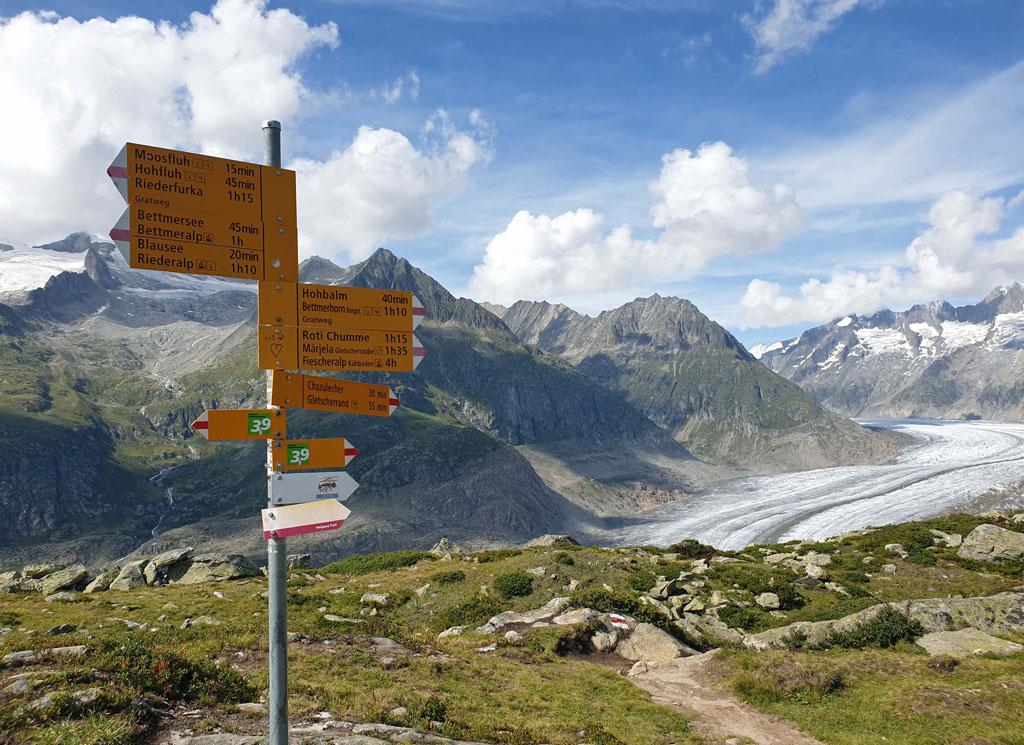Op naar de rand van de gletsjer, de afdaling begint gletsjertocht-met-kinderen