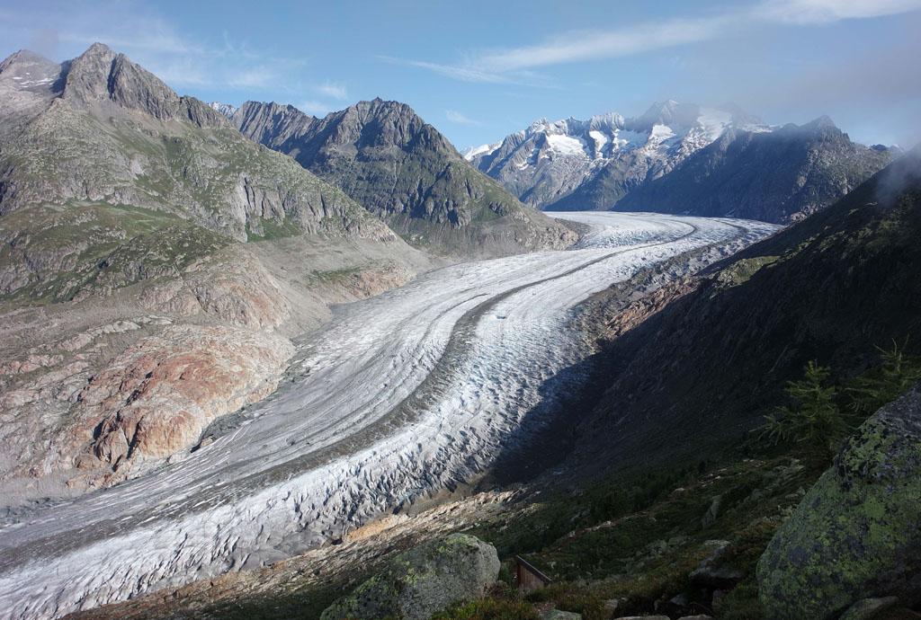Van bovenaf lijkt de gletsjer op een gladde autoweg gletsjertocht-met-kinderen