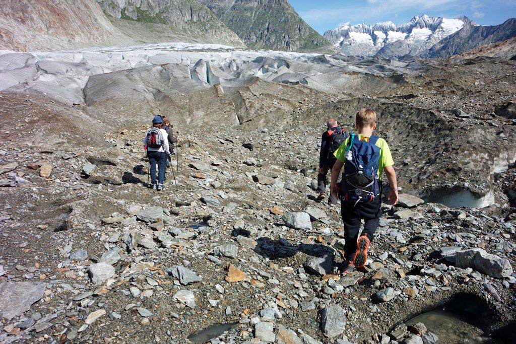 Langzaam veranderd het landschap van aarde in ijs gletsjertocht-met-kinderen