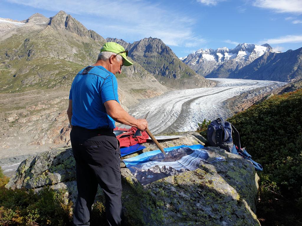 De gids vertelt over de gletsjer op een leuke manier. gletsjertocht-met-kinderen