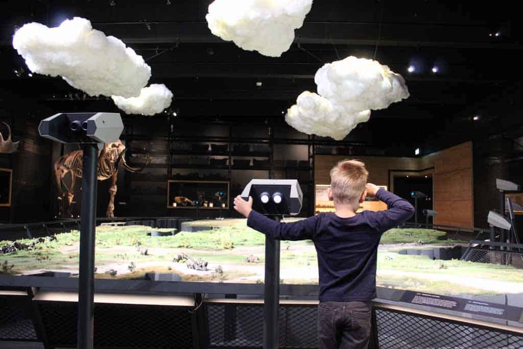 De maquette van de IJstijd maakt veel indruk op mijn zoon