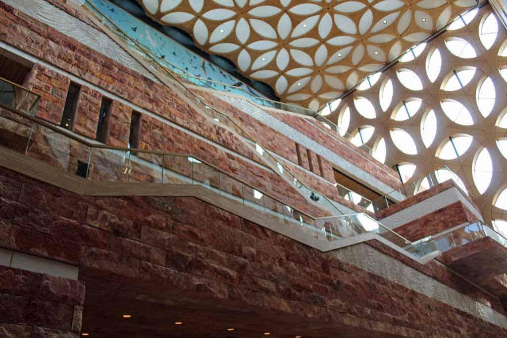 De enorme hal met bijzondere architectuur
