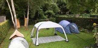 We gebruiken de mat niet alleen in de tent, maar hij doet ook prima dienst als speel- en picknickmat.