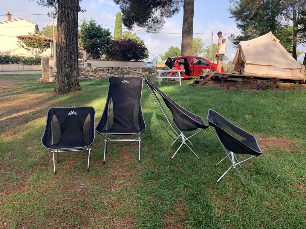 Dit zijn de stoelen die we meenemen: 2 hoge Obelink Ultra High stoelen en 2 lage.
