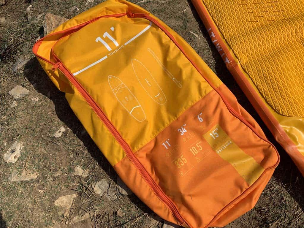 Met handige draagtas die je als rugzak kunt meenemen. Met sup board erin weegt de tas 10,5 kilo. Prima te dragen!