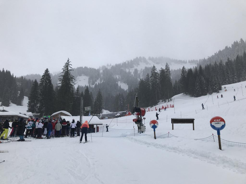 Verzamelpunt voor de skilessen in Pré du Jour.