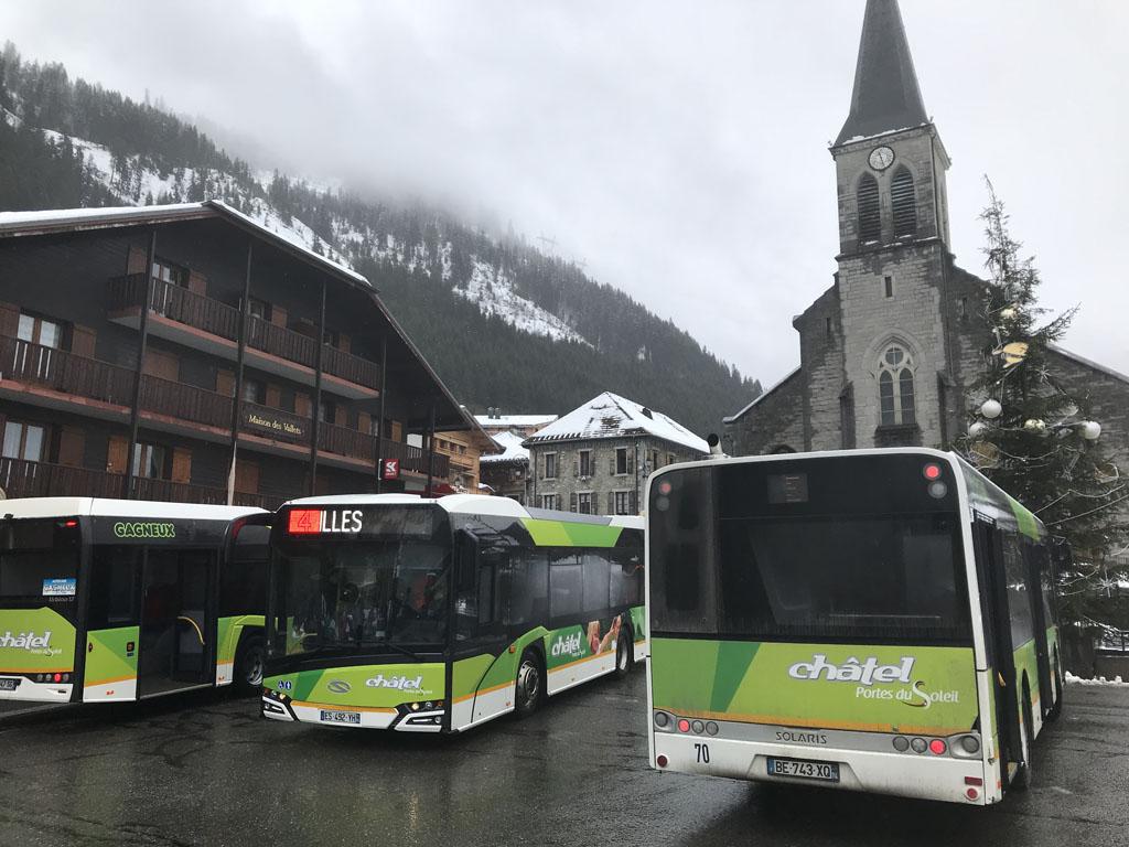 De gratis skibussen in het centrum van Châtel.