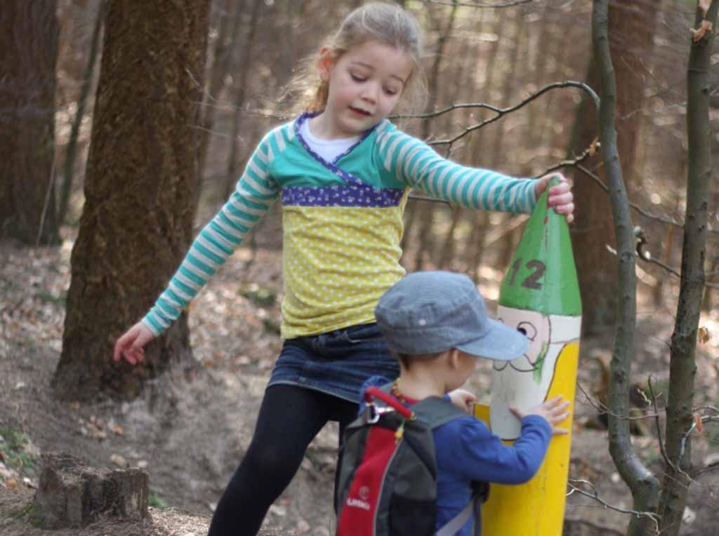 Deze vrolijke kabouterpaaltjes zijn gemakkelijk te volgen voor kleine kids
